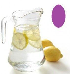 Jarra de agua con zumo de limón